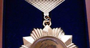 تدريسية من كلية التقنيات الاحيائية تحصل على وسام الابداع الدولي في المؤتمر الدولي الاول للأبداع في جامعة بابل